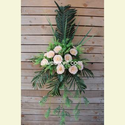 Ритуальный букет роза с папоротником, 40 см
