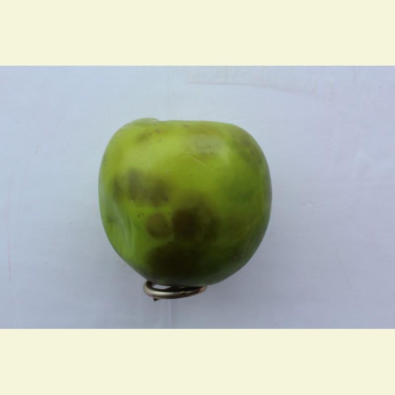 Искусственные фрукты. Яблоко