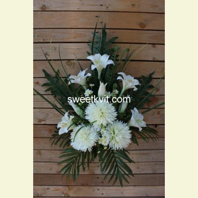 Ритуальный букет хризантема, лилия, 70 см